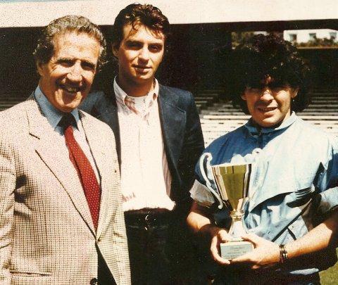 """Uno dei tanti incontri di lavoro: Michele tra Helenio Herrera e il mitico """"pibe de oro"""" Dieguito Armando Maradona, a Napoli, dopo la vittotia di Campionato del 1987."""